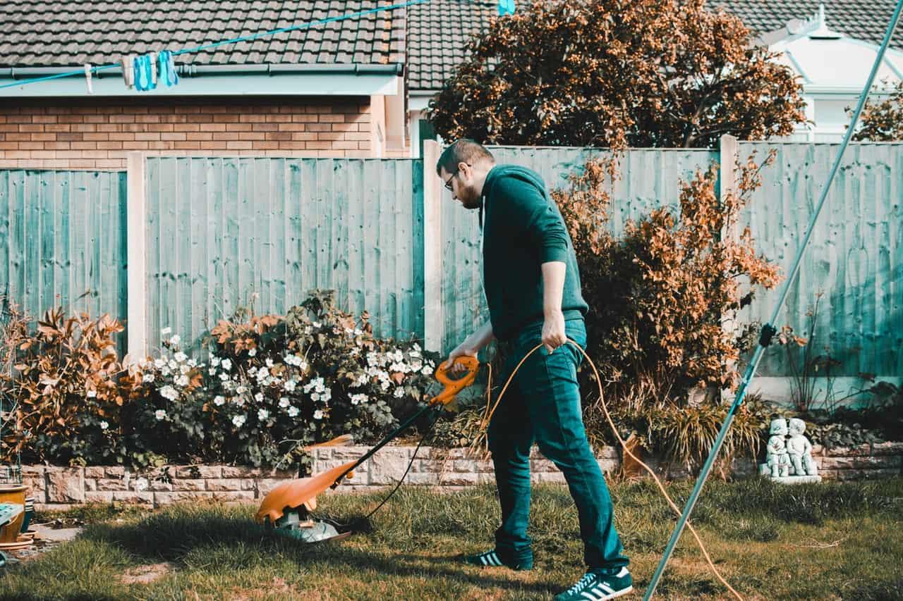 Prečo upratovať na záhrade