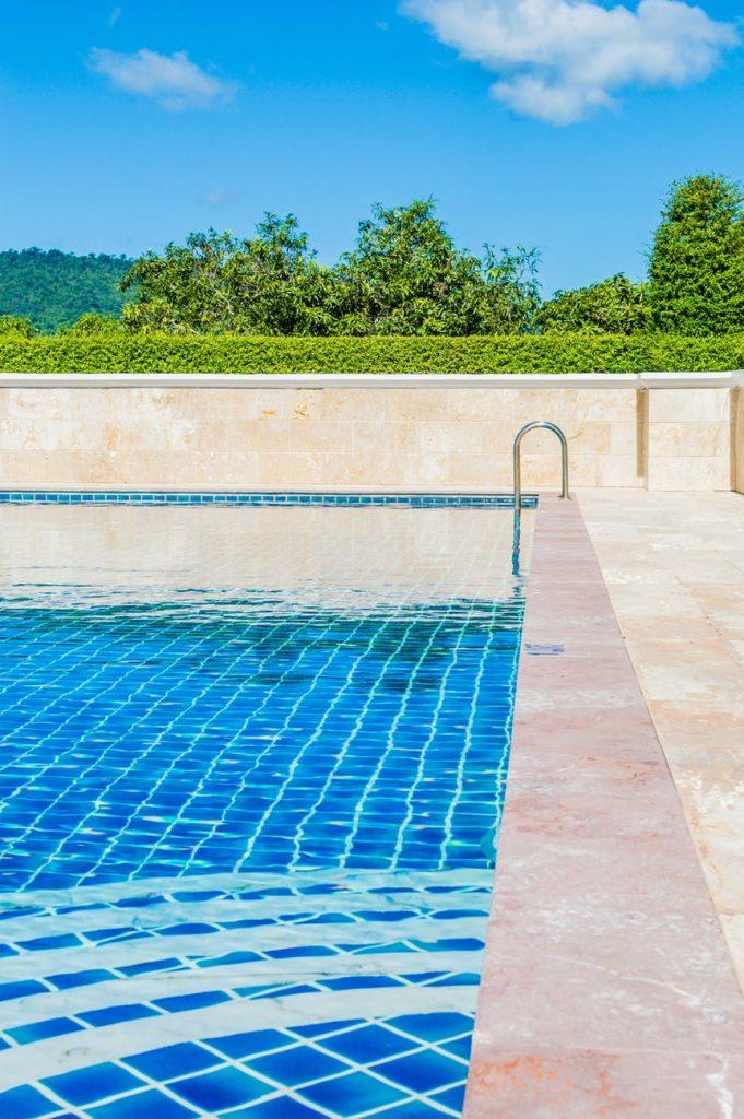 vypustený bazén
