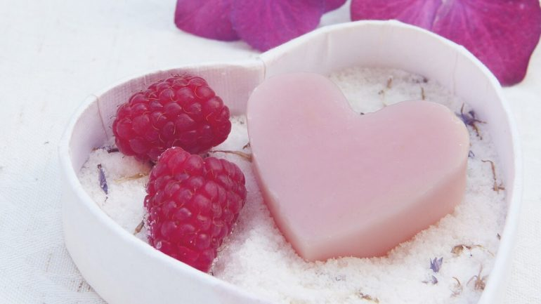 Inšpirácie na valentínske darčeky z prírodnej kozmetiky