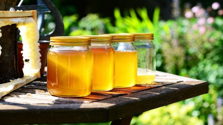 Viete, čo je pravý surový med? Toto by mal obsahovať