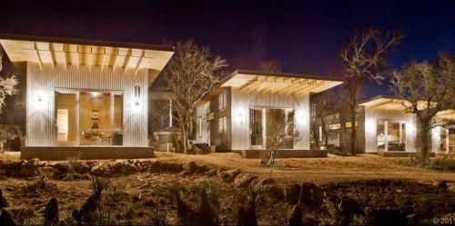 Štyri páry v Texase sa rozhodli vytvoriť takéto minidomčeky , v ktorých nájdete spálňu, obývaciu izbu a kúpeľňu.
