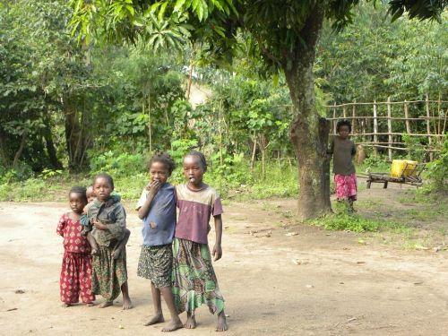 deti a stromy v Etiópii, zdroj: pixabay.com